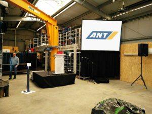 Gain 26 Hellraumleinwand inkl. Podest, Rednerpult, Audioanlage für eine Hausmesse der ANT AG in Lübeck Projektor leihen Beamer mieten Hamburg