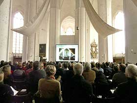 Kontrastreiche Hellraumprojektion bei Tageslichteinfall im Dom zu Lübeck