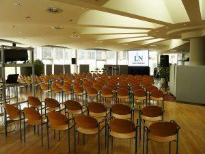Hellraumprojektion für eine Betriebsversammlung