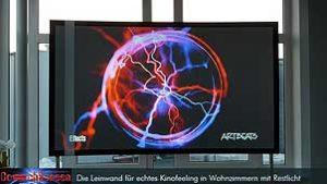 Die CouchScreen Leinwand ermöglicht eine bis zu 6-fach brillantere und bis zu 13-fach kontrastreichere Darstellung.